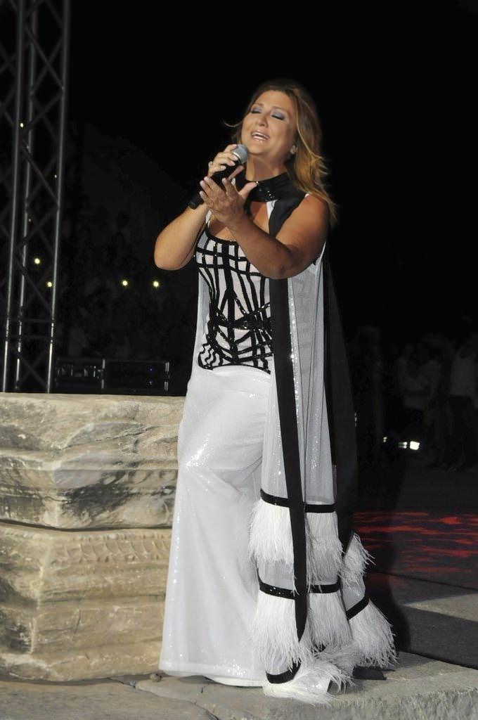 Sibel Can, Fransa'da evleniyor