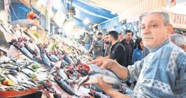 Havra Sokağı'nda ucuz balık kuyruğu
