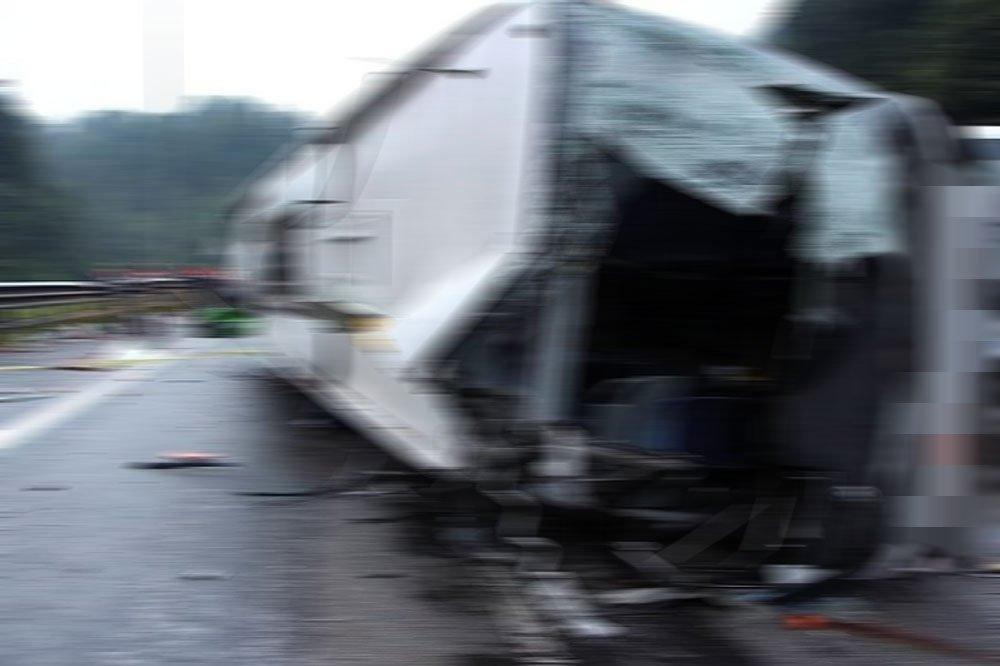 Afyonkarahisar'da otobüs devrildi: 30 yaralı