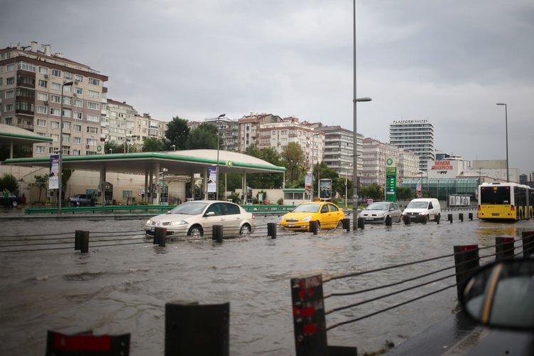 İstanbul'da kuvvetli yağış su taşkınlarına neden oldu