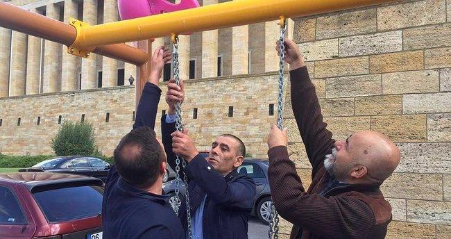 CHP'liler Anıtkabir'deki parka saldırdı