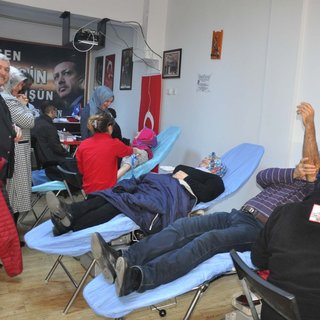 Tire'de AK Kadınlardan kan bağışı kampanyası