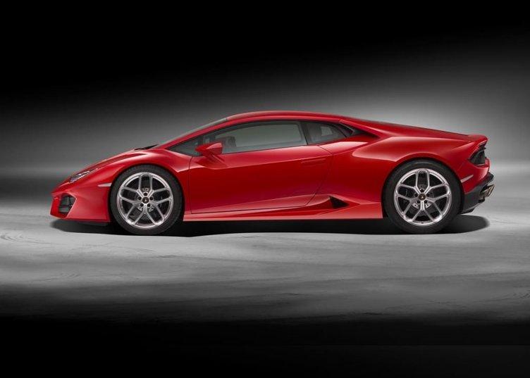 Arkadan itişli Lamborghini Huracan