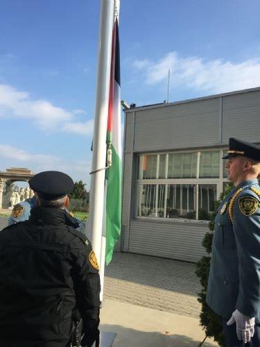 Filistin Bayrağı alkışlarla göndere çekildi