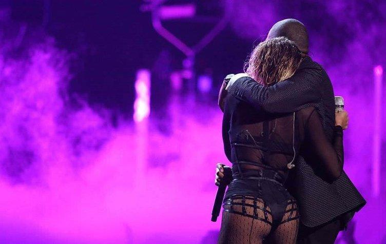 Beyonce kocasıyla ödül gecesine damgayı vurdu