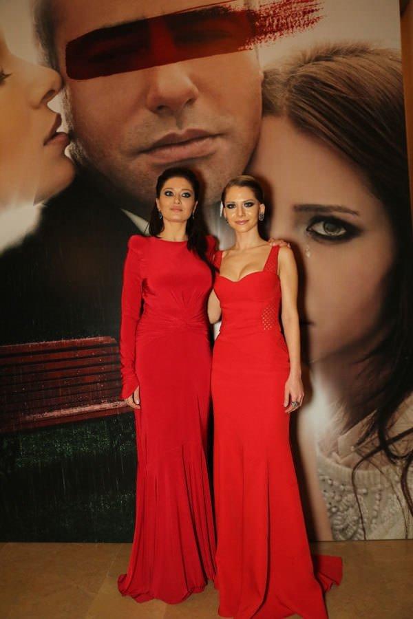 Kırmızı elbisesi sosyal medyayı salladı