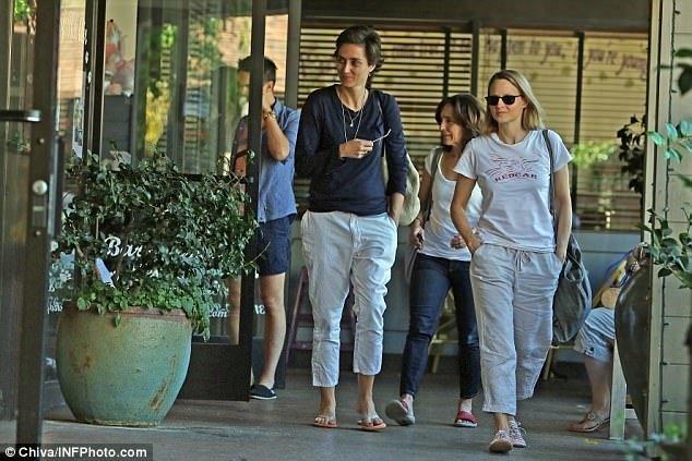Jodie Foster yeni kız arkadaşıyla görüntülendi