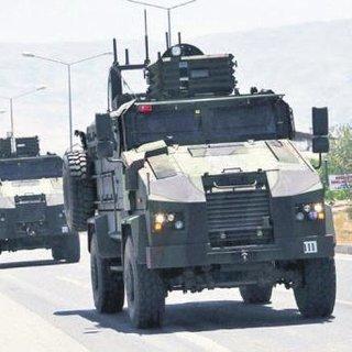 Sınır birliklerini 'tören' bahanesiyle çektiler