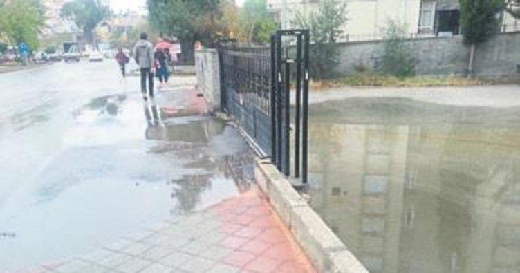 Melih Abi: Yol kaldırımın üzerinde olunca apartman su altında kaldı