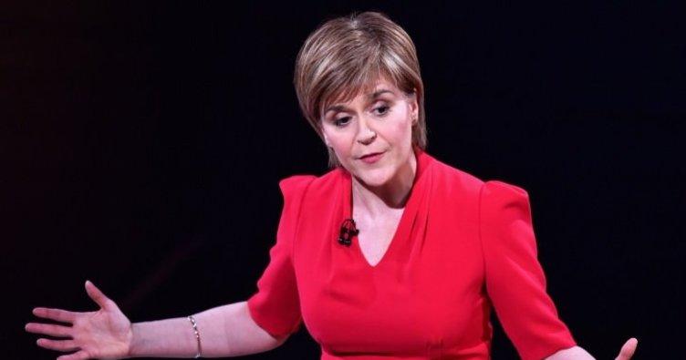 İskoçya Başbakanı Sturgeon İngiltere'ye ateş püskürdü