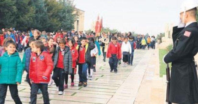 4 bin öğrenci ve öğretmen Anıtkabir'i ziyaret etti
