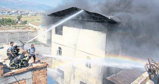 İki hafta içinde iki işyeri yandı