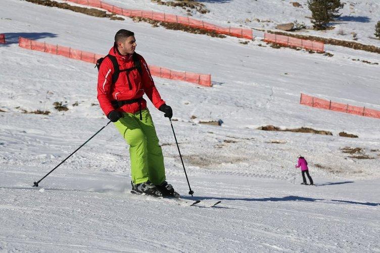 Kartalkaya'da suni karla kayak keyfi