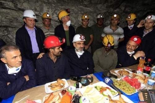 Yerin 500 metre altında iftar
