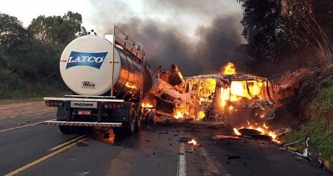 Otobüsteki 20 kişi yanarak can verdi