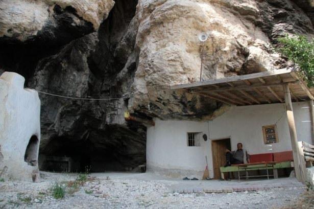 Mağara evinde 19 çocuk büyüttü