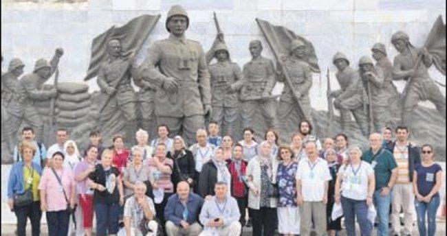 Bin 700 Yenimahalleli il il gezdi