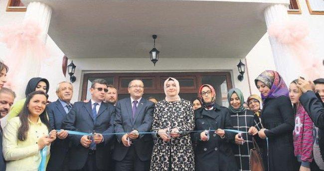 Gülpınar'a gençlik ve kadın eğitim merkezi açıldı
