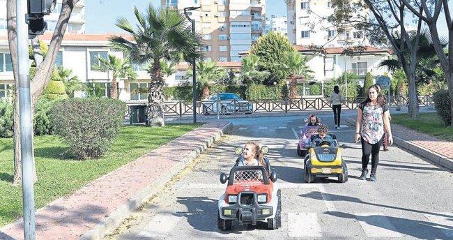 Kreş öğrencileri trafik eğitiminde