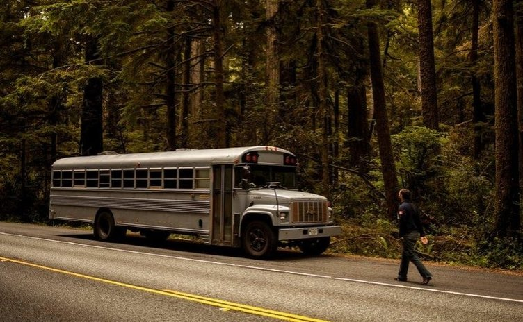 Harika bir eve dönüştürülen okul otobüsü
