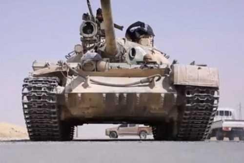 DAEŞ'ten korkunç infaz! Suriye askerini tankla ezdiler