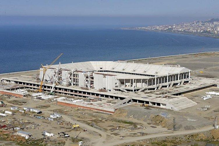Trabzonspor'un stat inşaatında sıra çatıya geldi
