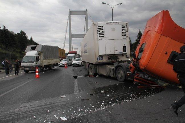 Fatih Sultan Mehmet Köprüsü'nde tır kazası