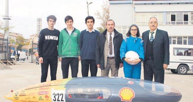Liseli mucitlerden lityum bataryalı araba