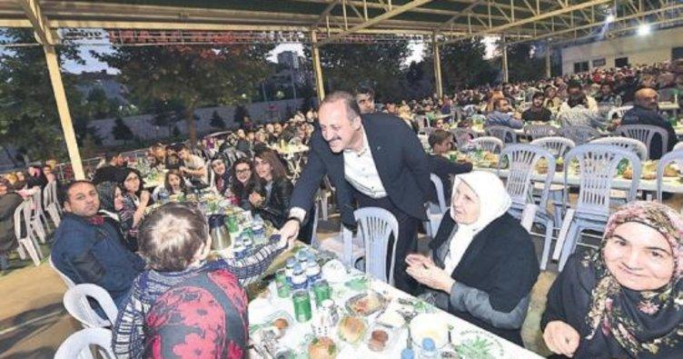 Mamak'ta 4 mahalleden 4 bin kişi iftar yaptı