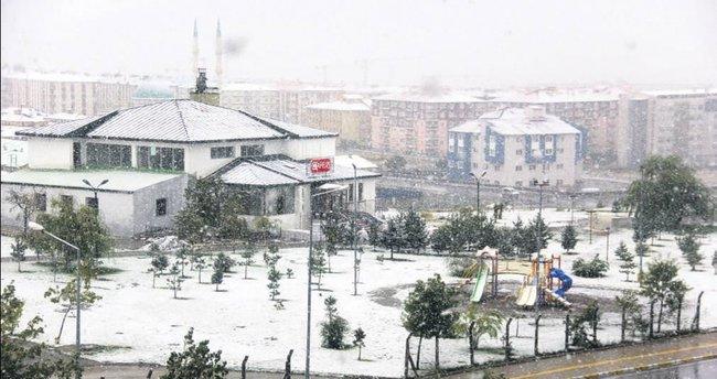 Şehirlere yılın ilk karı düştü