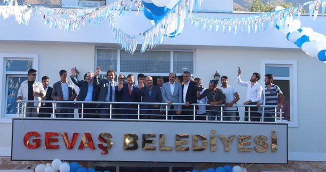 Gevaş Belediye hizmet binası açıldı