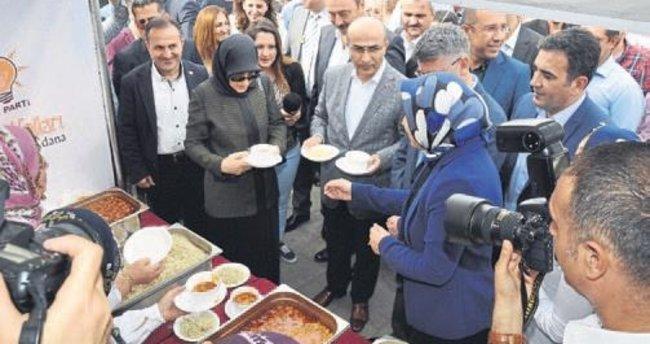 AK Partili kadınlar Adana'yı tanıttılar