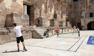 Aspendos'da tenis zamanı