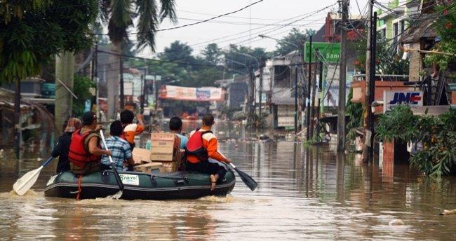Endonezya'daki sellerde 16 kişi öldü