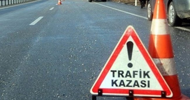 Mendil satan 3 kardeşe otomobil çarptı: 1'i öldü