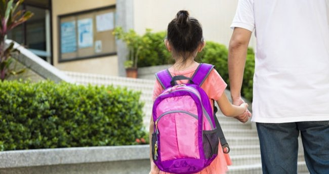 Okula yeni başlayan çocuğa nasıl davranılmalı?