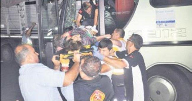 Tur otobüsü TIR'a çarptı