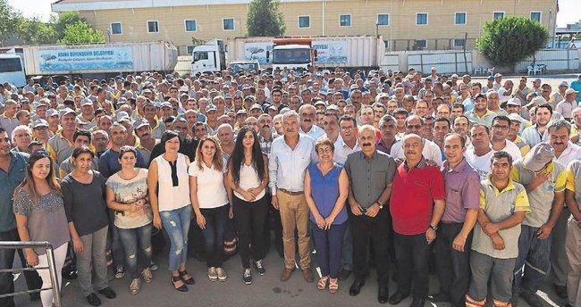 Seyhan'da işçilere bayram ikramiyesi