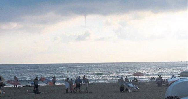 Alanya'daki hortum plajda panik yarattı