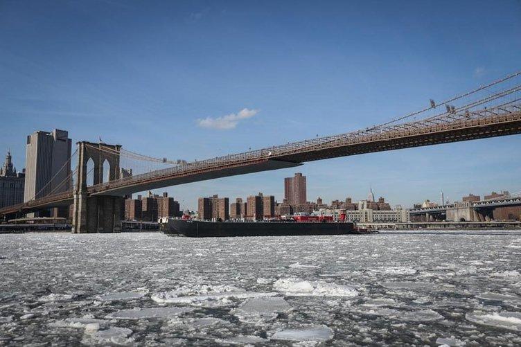 New York'un nehirleri buz tuttu