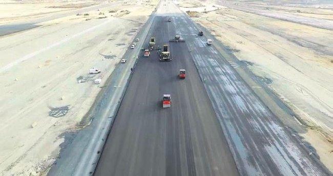Yeni havalimanında ilk asfalt döküldü