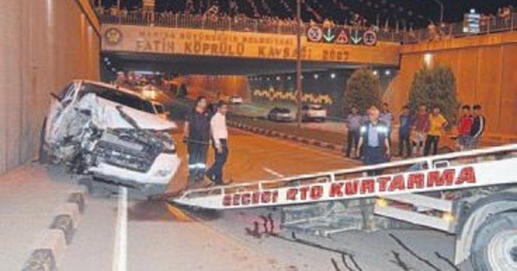 Manisa'da iki araç çarpıştı: 6 yaralı
