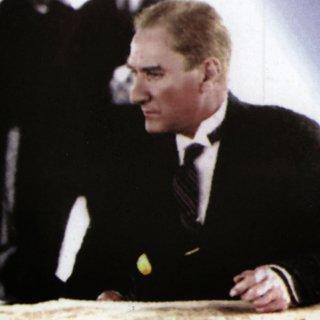 Atatürk'ün çağdalaşmaya ve uygurlaşmaya verdigi önem nedir