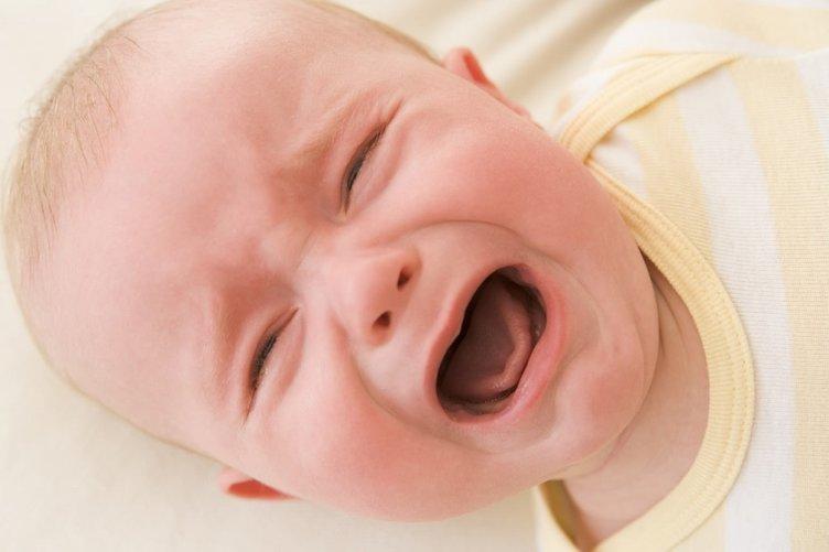 Bebeğiniz ağladığında gözünden  yaş gelmiyorsa