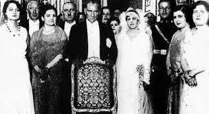 Atatürk'ten boşanmak için ne istedi?