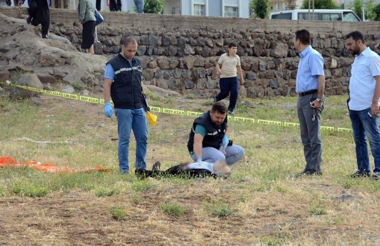 62 yaşındaki terzi arazide ölü bulundu