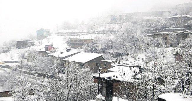 Kar okulları tatil ettirdi