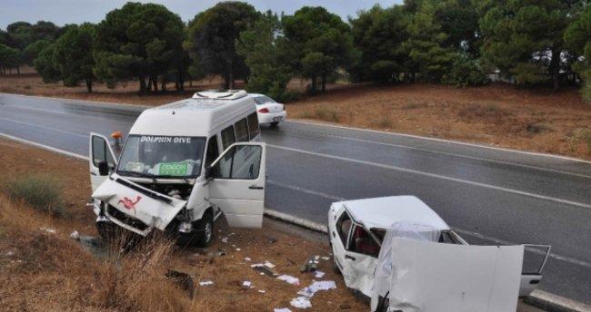 Manavgat'da Turist taşıyan minibüs kaza yaptı: 6 yaralı