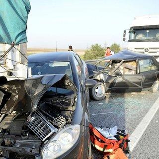Anız yangını nedeniyle 14 araç birbirine girdi: 12 yaralı!