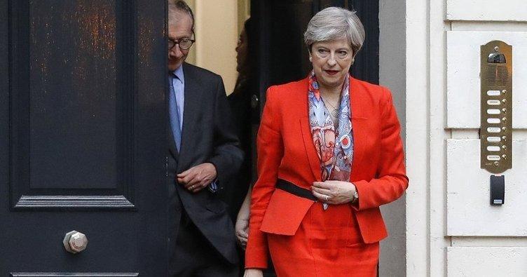 İngiltere seçimlerinde sürpriz sonuç: May çoğunluğu kaybetti!